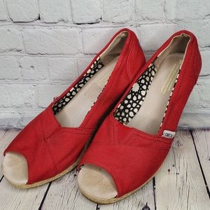 TOMS Classic Red Wedges Pumps